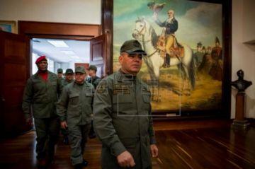 La cúpula militar expresa 'absoluta lealtad' a Maduro tras ataque frustrado
