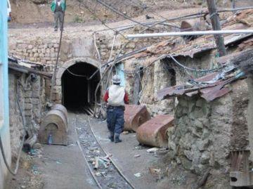 Cooperativistas mineros rechazan decreto de retorno a las minas