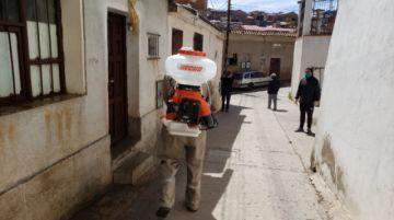 Desinfectan las viviendas de los nuevos casos de coronavirus en Potosí