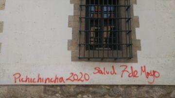 Pintarrajearon los muros de la Casa de Moneda (galería de fotos)