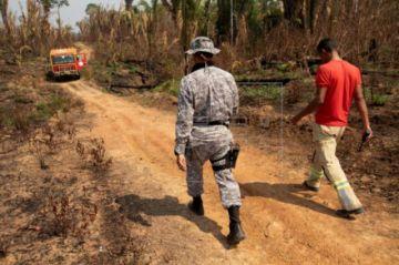 Bolsonaro autoriza el envío de Ejército para combatir la deforestación en la Amazonía