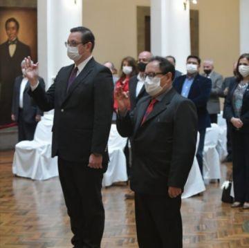 Jeanine posesiona dos nuevos ministros