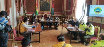 El ministro Arias logró convencer al gobernador Patzi de volver al COED