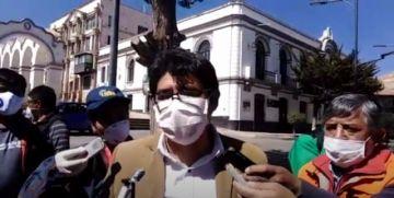 El gobernador de Potosí saluda a la labor de la prensa