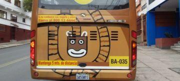 Apedrean un bus PumaKatari que trasladaba personal de salud en La Paz