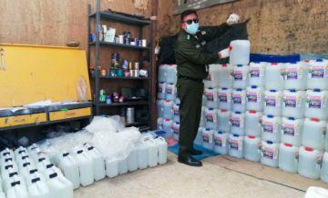 Policía: rellenaban y reetiquetaban bidones de lavandina en un domicilio