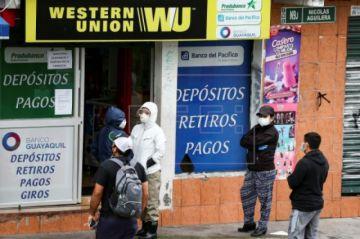 Ecuador eleva a 2.145 los muertos por COVID-19 e inicia una tímida reactivación