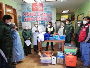 Alcalde entrega mochilas de desinfección a distritos municipales
