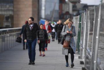 Reino Unido registra casi 500 muertes en el primer día de desescalada