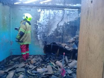 Niños incendian una casa por jugar con fuego