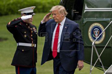 Trump insinúa que podría ser presidente durante nueve o trece años más