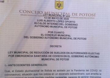 Presentan propuesta de ley para reducir el salario de concejales y alcalde
