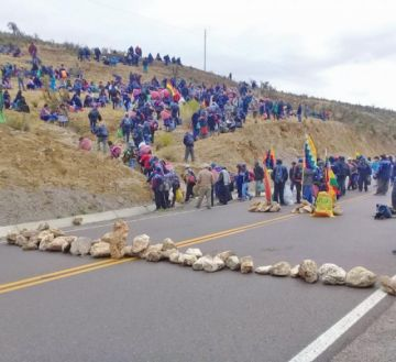 Norte potosinos inician bloqueo indefinido en busca de elecciones