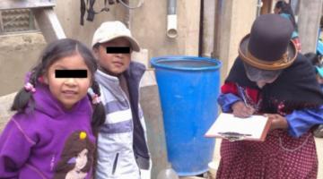 Abuela recupera a sus nietos de 5 y 6 años de un albergue para darles un hogar