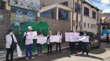COVID-19: ante agresiones y falta de bioseguridad, médicos de La Paz protestan y advierten con paros