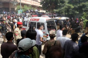 Aumentan a 35 los muertos en el accidente del avión de pasajeros en Pakistán