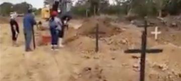 Coronavirus: en Trinidad suman las cruces en el cementerio