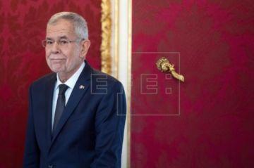Presidente austríaco pide perdón por saltarse restricciones contra COVID-19