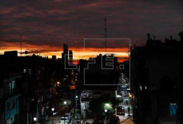 Argentina mantiene en ascenso sus contagios por COVID-19 y supera los 12.000