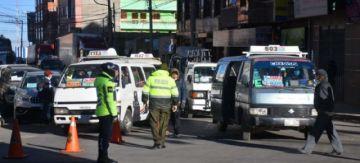 Observan irresponsabilidad y caos en el primer día de retorno del transporte público a la ciudad de El Alto