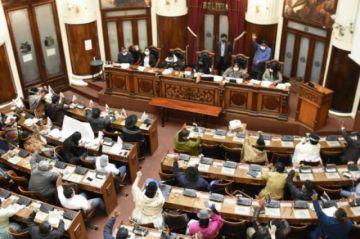 La Asamblea crea una comisión especial para investigar el caso respiradores