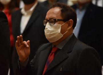 """Críticas y burlas por """"ojitos verdes"""" de un ministro potosino no """"compatible"""" con el MAS"""