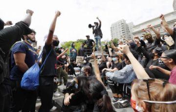 Nuevas protestas en Nueva York tras saqueos nocturnos y pese al toque de queda