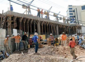 Constructores exigen al Gobierno el pago de Bs 2.000 millones por obras concluidas