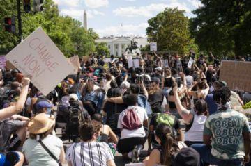 Las protestas por la muerte de Floyd reavivan el temor a un rebrote de COVID-19 en EE.UU.