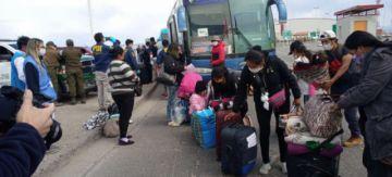 Otro grupo de 241 bolivianos varados en Chile retornaron al país y van directo a sus domicilios