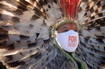 Brasileños marchan a favor y en contra de Bolsonaro en medio de la pandemia al alza