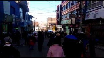 Cientos de personas están en las calles de Potosí