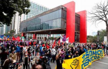 Una nueva jornada de protestas en Brasil caldea el ambiente durante la pandemia
