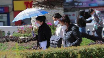 Bolivia tiene un nuevo récord diario de COVID-19 cuando replantea la cuarentena
