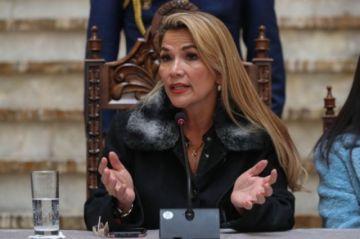 """Áñez plantea postergar uno o dos meses más las elecciones y dice que el """"evismo"""" se rearticula con ataques terroristas"""