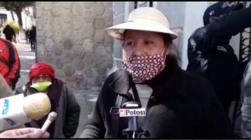 Los vendedores del mercado Uyuni protestan contra la Intendencia