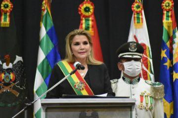 Añez pide a la Policía que se prepare para frenar a violentos
