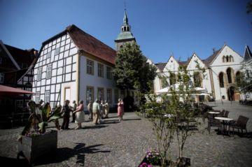 Rebrote obliga a cerrar vida pública en distrito alemán y reforzar prudencia