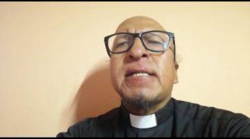 El padre Miguel Albino comparte su oración en martes