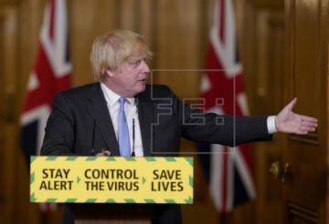 Johnson, entre las críticas al sistema de rastreo y el riesgo de un rebrote
