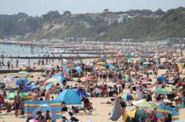 Saltan las alarmas en el Reino Unido por playas atestadas y fiestas ilegales