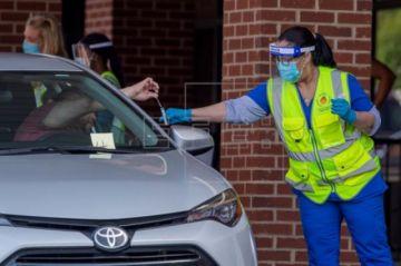EE.UU. busca retomar el control de la pandemia ante el nuevo récord de contagios