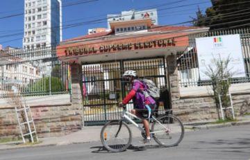 Bolivia retoma el camino de las elecciones que aplazó por la pandemia
