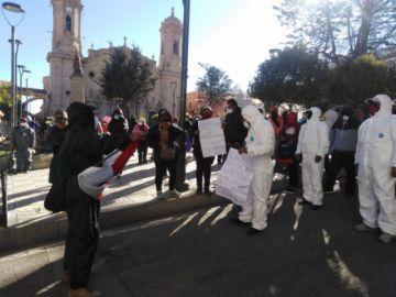 Protesta de vecinos demanda el cierre del Concejo Municipal en Potosí