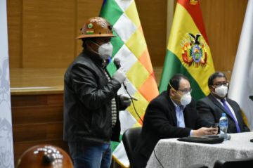 Gobierno coordina la reactivación económica del sector minero cooperativizado