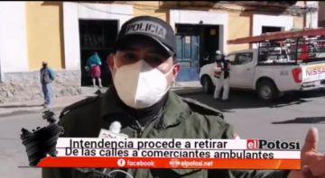 Intendencia retira a comerciantes ambulantes en Potosí