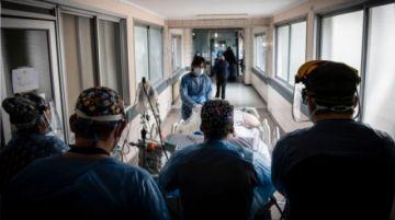 """Chile insiste en """"leve mejoría"""" ante un 25% menos de contagiados por COVID-19"""