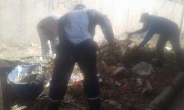 Vecinos y EMAP limpian un terreno convertido en basural