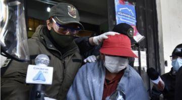 Exministra Nemesia Achacollo abandona la cárcel de Miraflores