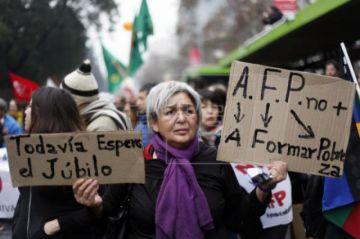 Diputados chilenos aprueban legislar uso anticipado de pensiones por pandemia